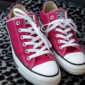 Hot pink converse Chuck Taylor low tops